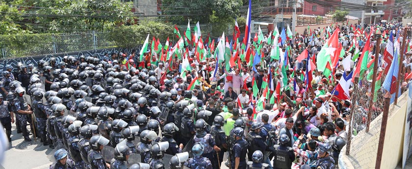 Security personnel stopping the cadres of Federal Alliance at Baluwatar on Tuesday, May 17, 2016. Photo: RSS