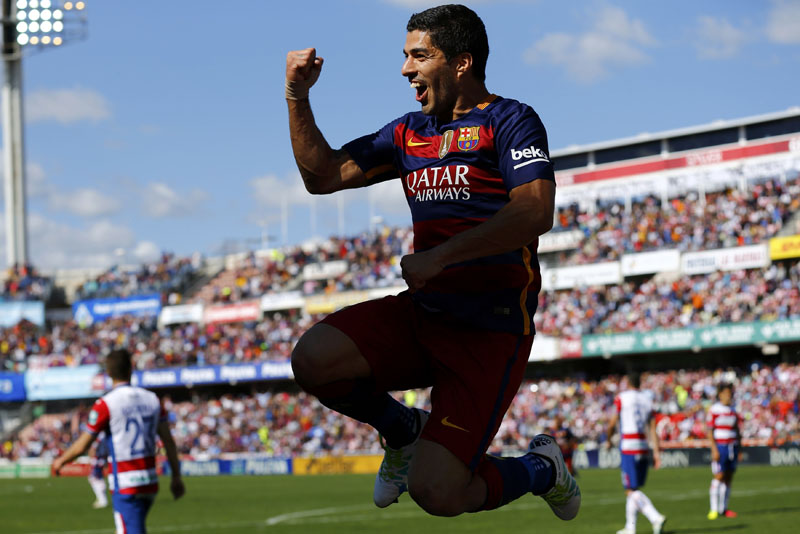 Barcelona's Luis Suarez celebrates after scoring a goal against Granada during their La Liga match in Granada on Saturday, May 14, 2016.  Photo: Reuters