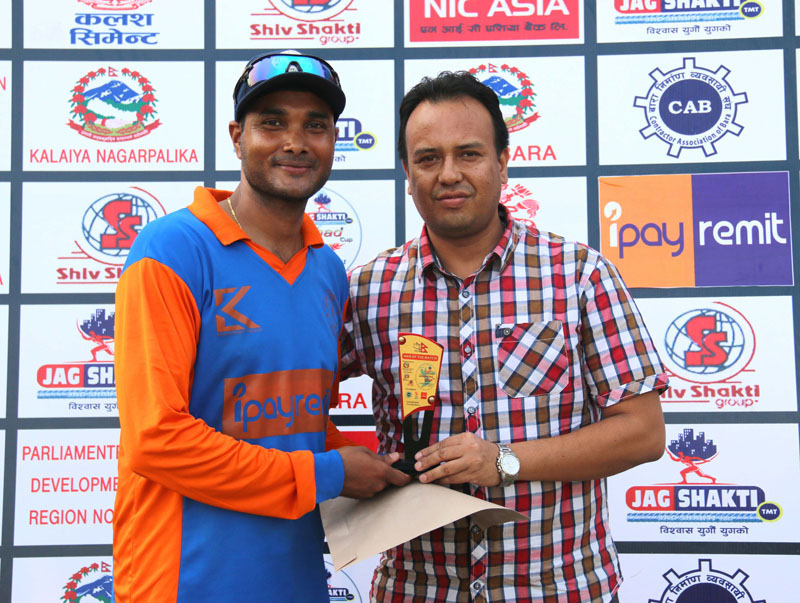 Branch Manager at NIC Asia Bank Santosh Budhathoki handing over the man-of-the-match trophy to Binod Das (left) of Kalaiya Cricket Club after the Jagshakti Sansad Cup Twenty20 Tournament in Bara on Thursday, May 12, 2016. Photo: THT