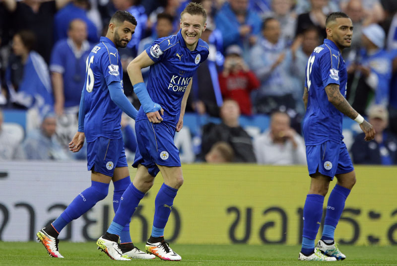 Leicesteru2019s Jamie Vardy, center, celebrates with teammates after scoring during the English Premier League soccer match between Leicester City and Everton at King Power stadium in Leicester, England, Saturday, May 7, 2016.(AP Photo/Matt Dunham)