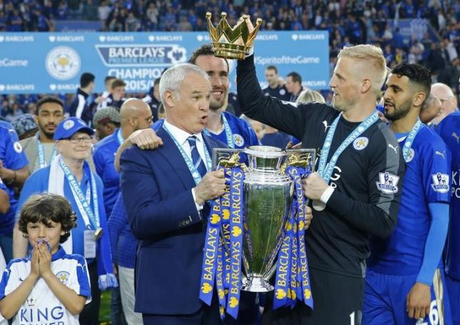 Britain Soccer Football - Leicester City v Everton - Barclays Premier League - King Power Stadium - 7/5/16. Leicester City manager Claudio Ranieri holds the trophy as he celebrates winning the Barclays Premier League with Kasper Schmeichel and teammates. Reuters / Darren Staples. Livepic