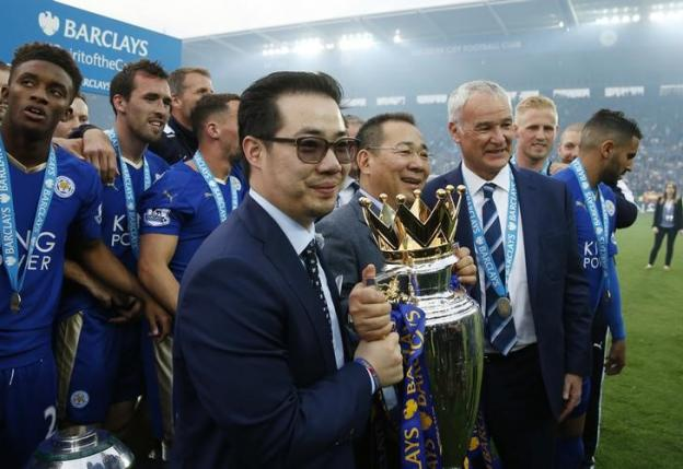 Britain Soccer Football - Leicester City v Everton - Barclays Premier League - King Power Stadium - 15/16 - 7/5/16n Leicester City chairman Vichai Srivaddhanaprabha and vice chairman Aiyawatt Srivaddhanaprabha with manager Claudio Ranieri and the trophy as they celebrate winning the Barclays Premier LeaguenAction Images via Reuters / Andrew Boyers
