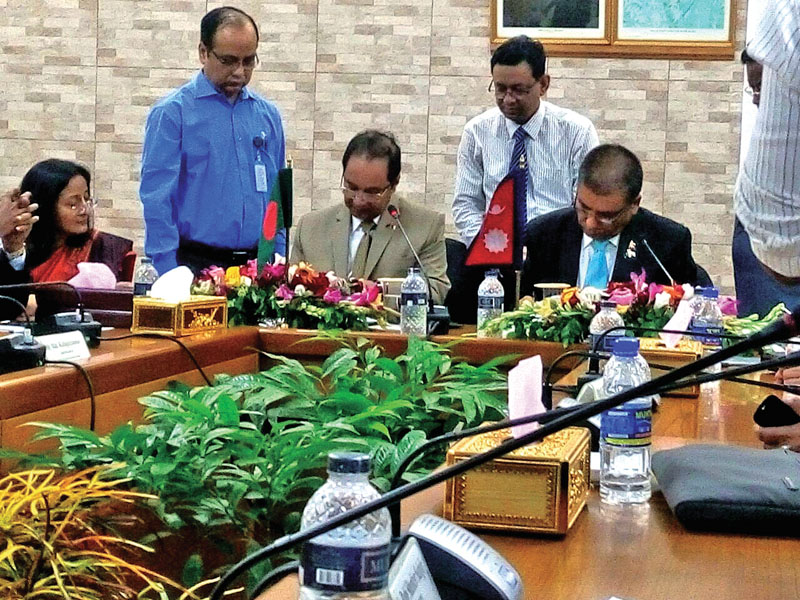 Commerce Secretary Naindra Prasad Upadhyay (right) and his Bangladeshi counterpart Hedayetullah Al Mamoon signing minutes of the third commerce secretary-level meeting, in Dhaka, on Wednesday, May 11, 2016. Photo: Courtesy Ministry of Commerce
