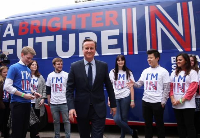 Britain's Prime Minister David Cameron joins students at the launch of the 'Brighter Future In' campaign bus at Exeter University in Exeter, Britain April 7, 2016. REUTERS/Dan Kitwood/Pool