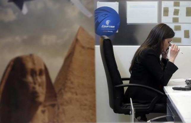 An employee works at the EgyptAir desk at Charles de Gaulle airport, after an EgyptAir flight disappeared from radar during its flight from Paris to Cairo, in Paris, France, May 19, 2016.    REUTERS/Christian Hartmann