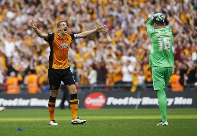Britain Soccer Football - Hull City v Sheffield Wednesday - Sky Bet Football League Championship Play-Off Final - Wembley Stadium - 28/5/16nHull City's Eldin Jakupovic and Michael Dawson celebrate winning at the end of the matchnAction Images via Reuters / Andrew CouldridgenLivepic