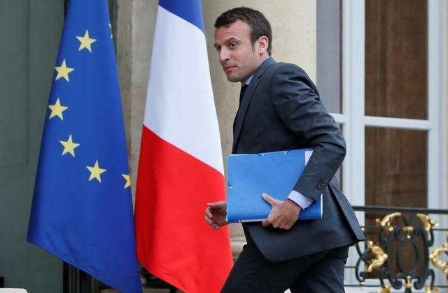 French Economy Minister Emmanuel Macron arrives to attend an extraordinay cabinet meeting about the labour reform law at the Elysee Palace in Paris, France, May 10, 2016. REUTERS/Gonzalo Fuentes