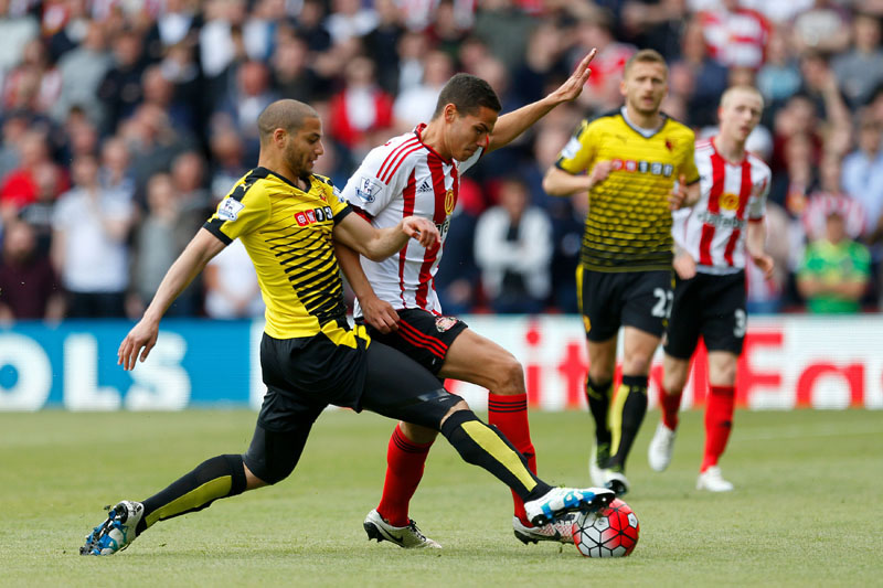 Sunderland's Jack Rodwell (right) and Watford's Adlene Guedioura battle for the ball during their English Premier League football match at Vicarage Road, Watford, England, on Sunday, May 15, 2016. Photo: Steven Paston/PA via AP