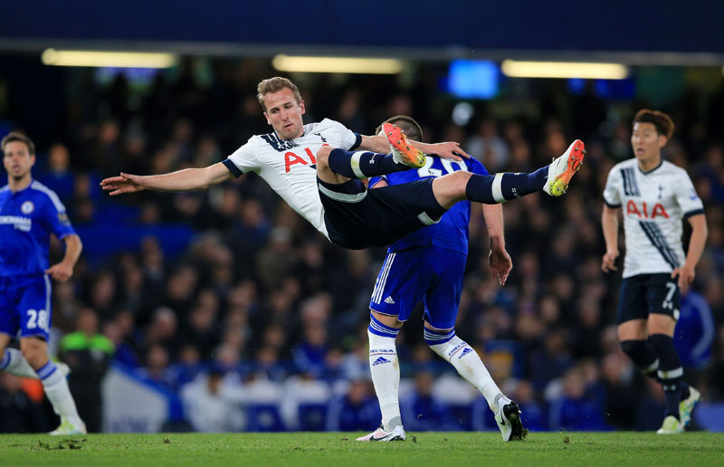Tottenham Hotspur's Harry Kane (left) and Chelsea's John Terry in action during the English Premier League football match between Chelsea and Tottenham Hotspur at Stamford Bridge stadium in London, on Monday, May 2, 2016. Photo: John Walton/PA via AP