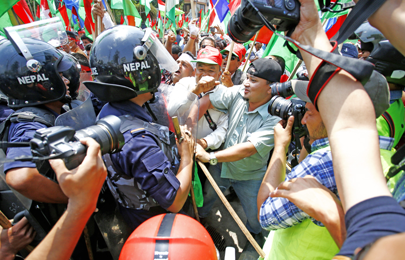Cadres of Federal Alliance formed by the Madhesi and Janajati forces clash with police nduring a sit-in outside PMu0092s residence in Baluwatar on Tuesday, May 17, 2016. Photo: THT