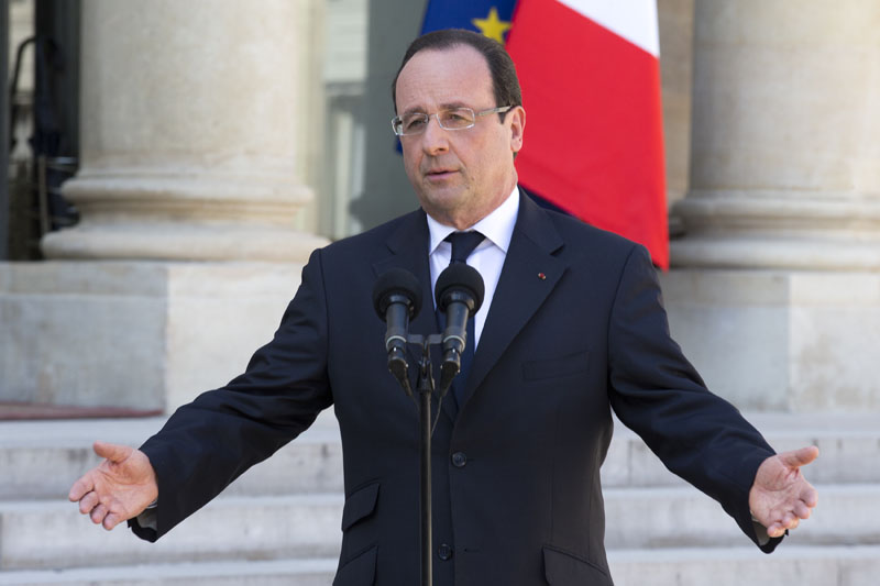 FILE - French President Francois Hollande talks to the media after the weekly cabinet meeting in Paris, on April 24, 2013. Photo: Jacques Brinon/AP