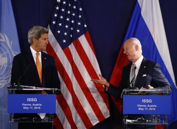United Nations special envoy on Syria Staffan de Mistura (R) speaks next to U.S. Secretary of State John Kerry during a news conference in Vienna, Austria, May 17, 2016.     REUTERS/Leonhard Foeger