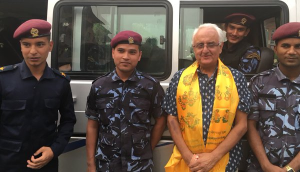 Kanak Mani Dixit with Nepal Police personnel after his release at the Supreme Court. Photo: Twitter/KundaDixit