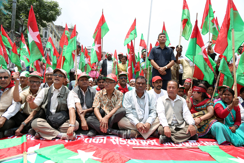 Leaders of the Federal Alliance including its coordinator Upendra Yadav (6th from left, front) gherao the Singha Darbar for the second consecutive day, in Kathmandu, on Monday, May 16, 2016. Photo: RSS