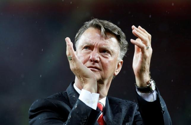 Britain Football Soccer - Manchester United v AFC Bournemouth - Barclays Premier League - Old Trafford - 17/5/16nManchester United manager Louis van Gaal applauds fans during a lap of honour after the gamenAction Images via Reuters / Carl RecinenLivepic