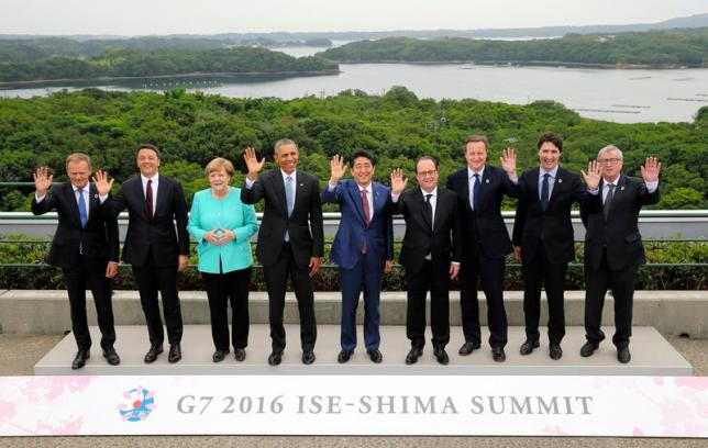 (From L) European Council President Donald Tusk, Italian Prime Minister Matteo Renzi, German Chancellor Angela Merkel, U.S. President Barack Obama, Japanese Prime Minister Shinzo Abe, French President Francois Hollande, British Prime Minister David Cameron, Canadian Prime Minister Justin Trudeau and European Commission President Jean-Claude Juncker pose for the family photo during the first day of the Group of Seven (G7) summit meetings in Ise Shima, Japan, May 26, 2016.  REUTERS/Pool
