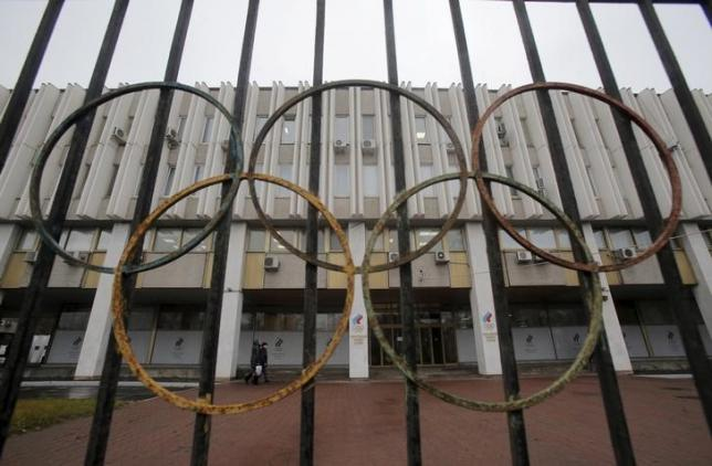 A view through a fence shows the Russian Olympic Committee headquarters, which also houses the management of Russian Athletics Federation in Moscow, Russia, November 10, 2015. REUTERS/Maxim Shemetov/Files
