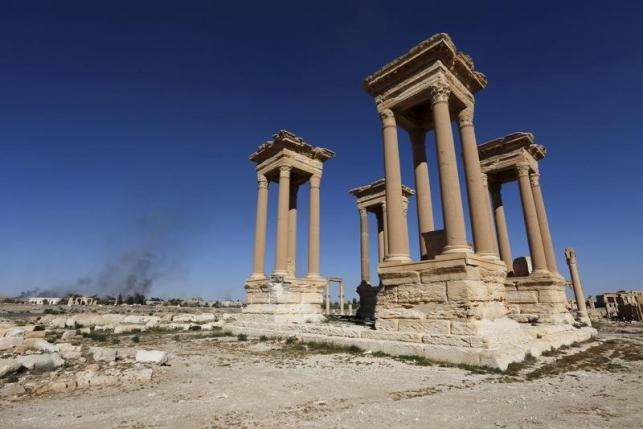 Smoke rises from the modern city as seen from the historic city of Palmyra, in Homs Governorate, Syria in this April 1, 2016 file photo. REUTERS/Omar Sanadiki/Files