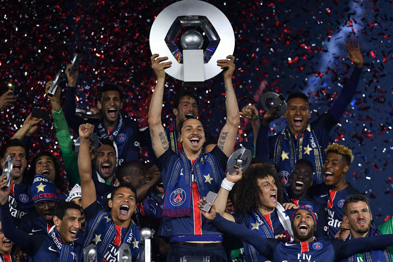 Paris Saint-Germain's Swedish forward Zlatan Ibrahimovic holds the trophy on the podium after winning the French L1 title at the end of the French L1 football match Paris Saint-Germain (PSG) vs Nantes on May 14, 2016 at the Parc des Princes stadium in Paris.   Photo: AFP
