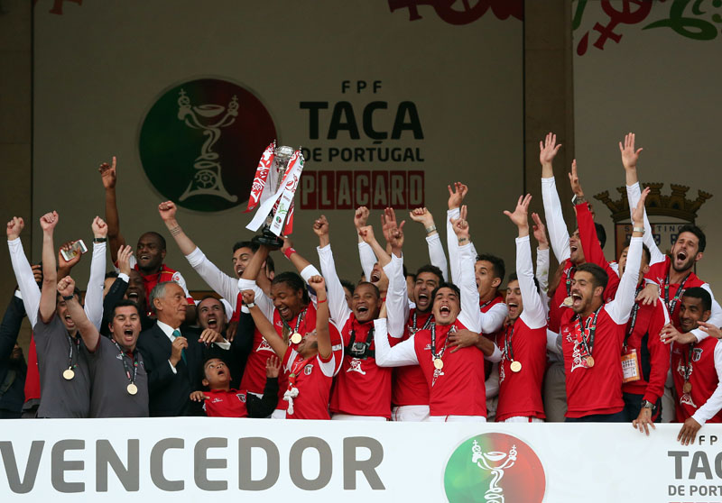 Portugal's President, Marcelo Rebelo de Sousa (third left) looks on as Braga players celebrate winning the Portugal Cup after defeating Porto in the final soccer match, on Sunday, May 22, 2016, at the National stadium in Oeiras, outside Lisbon. Photo: Steven Governo/AP