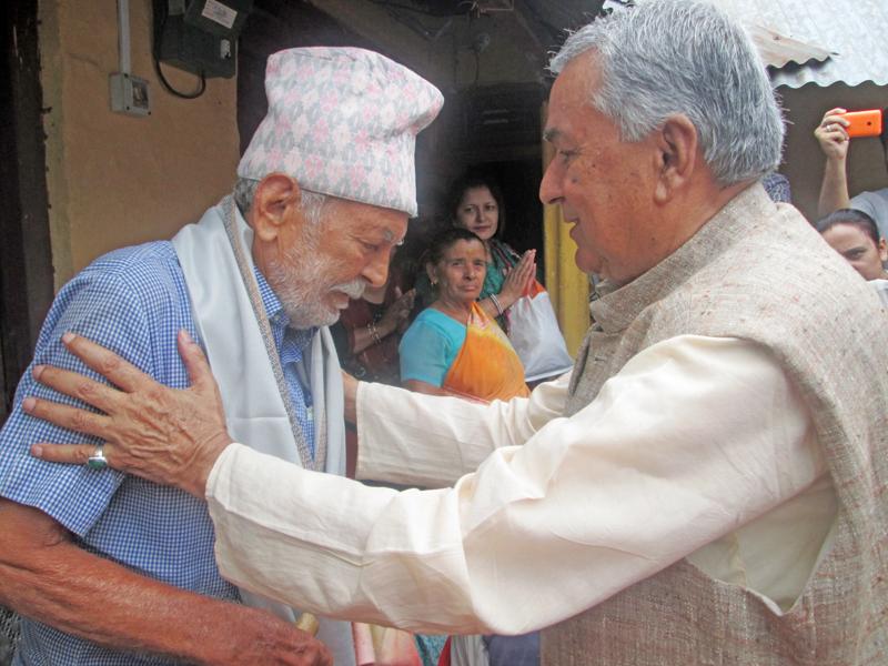 Senior Nepali Congress leader Ramchandra Paudel felicitating elderly citizens on the occasion of Nepal Press Unionu0092s Silver Jubilee at Byas Municipality, in Tanahun, on Thursday, May 26, 2016. Photo: THT