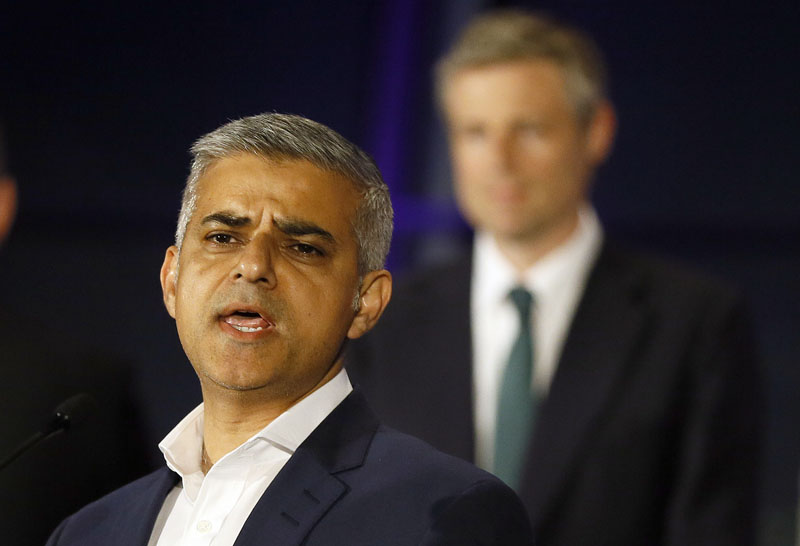 Sadiq Khan, Labour Party candidate, speaks in front of Zac Goldsmith, Conservative Party candidate, after winning the London mayoral elections, at City Hall in London, on Saturday, May 7, 2016. Photo: Kirsty Wigglesworth/AP