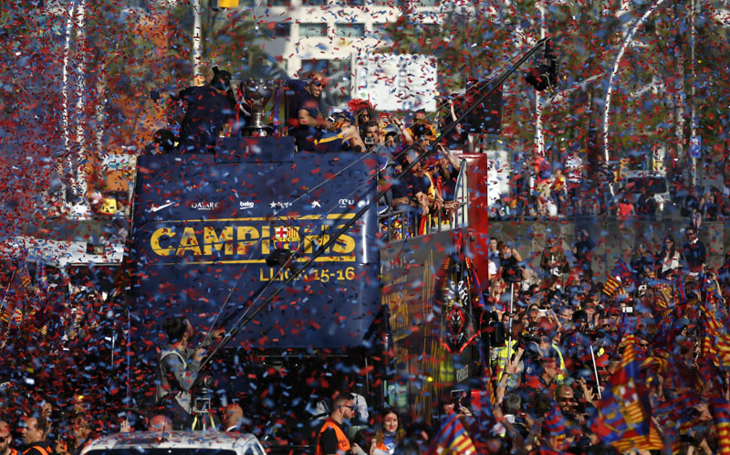 FC Barcelona players ride on the team bus as they celebrate their team's victory in the Spanish league title, in Barcelona, Spain, on  Sunday, May 15, 2016. Photo: Emilio Morenatti/AP