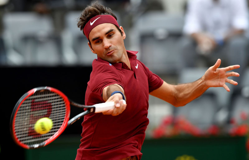 Switzerland's Roger Federer returns the ball to Germany's Alexander Zverev during the ATP Tennis Open tournament at the Foro Italico, on May 11, 2016 in Rome. Photo: TIZIANA FABI/AFP
