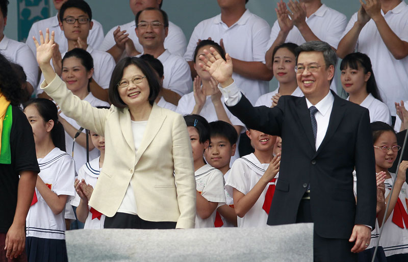 Taiwan's new President Tsai Ing-wen (left) and Vice President Chen Chien-jen wave during their inauguration ceremonies in Taipei, Taiwan, on May 20, 2016. Photo: AP