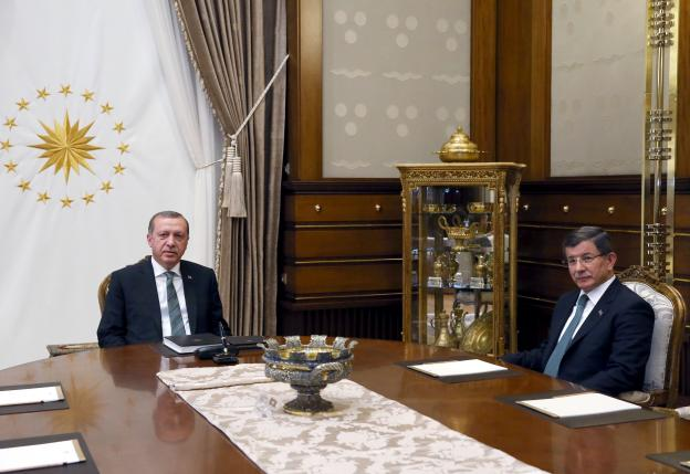 Turkish President Tayyip Erdogan (L) meets with Prime Minister Ahmet Davutoglu at the Presidential Palace in Ankara, Turkey May 4, 2016. Murat Cetinmuhurdar/Presidential Palace/Handout via REUTERS ATTENTION EDITORS - THIS PICTURE WAS PROVIDED BY A THIRD PARTY. FOR EDITORIAL USE ONLY. NO RESALES. NO ARCHIVE.