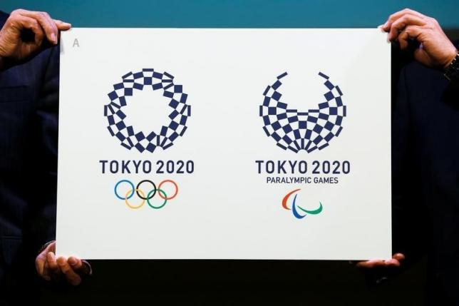 Tokyo 2020 Emblems Selection Committee Chairperson Ryohei Miyata (R) and committee member Sadaharu Oh present the winning design of the Tokyo 2020 Olympic Games and Paralympic Games during its unveiling ceremony in Tokyo, Japan April 25, 2016. REUTERS/Thomas Peter