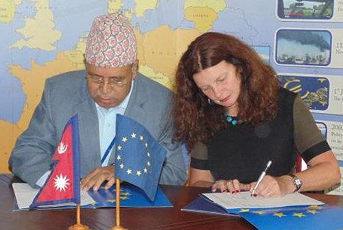 Transparency International Nepal President Bharat Bahadur Thapa and European Union Ambassador to Nepal Rensje Teerink sign an agreement to launch a support programme to foster integrity in the post-earthquake reconstruction, in Kathmandu, on Thursday, May 12, 2016. Photo: EU Delegation in Nepal