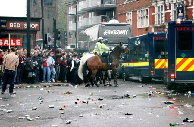 Britain Soccer Football - West Ham United v Manchester United - Barclays Premier League - Old Trafford - 10/5/16nGeneral view as bottles are thrown at the Manchester United team bus before the matchnReuters / Eddie Keogh/ Livepic