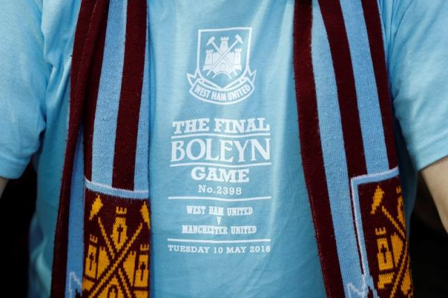Britain Soccer Football - West Ham United v Manchester United - Barclays Premier League - Upton Park - 10/5/16nGeneral view of a fans shirt dedicated to their final game at the Boleyn ground before the matchnAction Images via Reuters / John SibleynLivepic