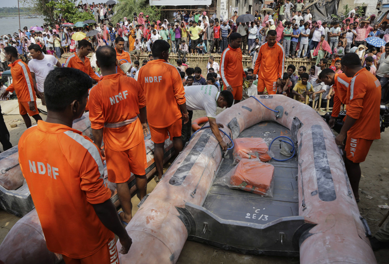 Rescuers of Indiau0092s National Disaster Response Force (NDRF) prepare their boats to search in the Hooghly river where an overcrowded country boat capsized overnight in Kalna, Burdwan district, West Bengal state, about 120 kilometers north of Kolkata, India, Sunday, May 15, 2016. Photo: AP