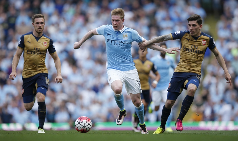 Manchester City's Kevin De Bruyne in action with Arsenal's Hector Bellerinn during English Premier League game at Etihad Stadium on Sunday, May 8, 2016. Photo: Reuters