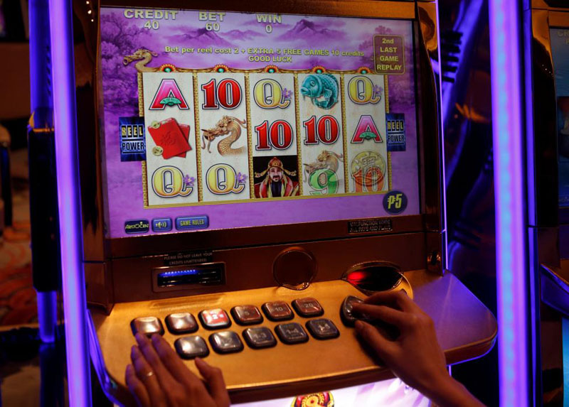 A slot machine is pictured at Solaire Casino in Pasay City, Metro Manila on April 16, 2015. Photo: Reuters