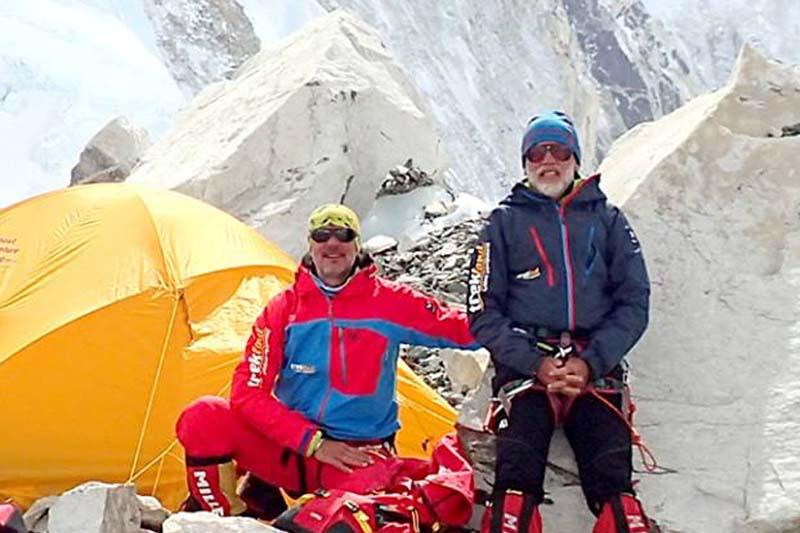 Slovakian climbers Vladimu00edr u0160trba and Zoltu00e1n Pu00e1l at Mt Everest base camp. Photo: http://zahori.sk/