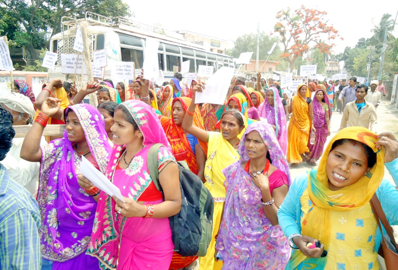 Participants chanting slogans at a rally organised by Haruwa Charuwa Rights Forum on the occasion of the 127th International Workersu0092 Day, in Rajbiraj, Saptari, on Sunday, May 1, 2016. Photo: THT