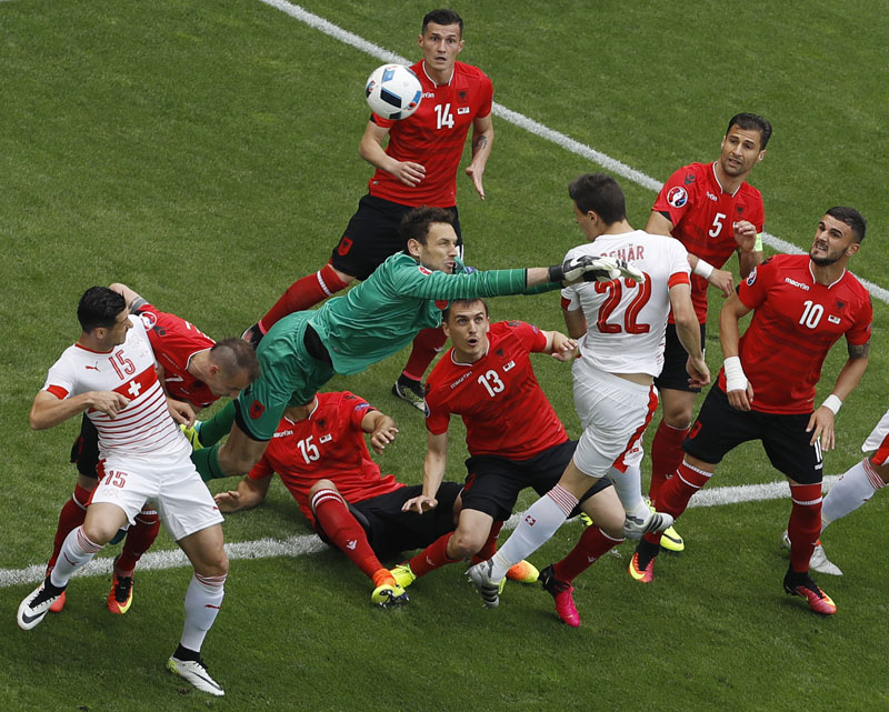 Switzerland's Fabian Schaer beats Albania goalkeeper Etrit Berisha to score a goal during the Euro 2016 Group A soccer match between Albania and Switzerland, at the Bollaert stadium in Lens, France, Saturday, June 11, 2016. Photo: AP