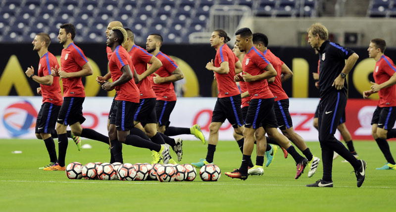 US players go through drills during a Copa America Centenario soccer training session on Monday, June 20, 2016, in Houston, for a Tuesday semifinal against Argentina. Photo: AP