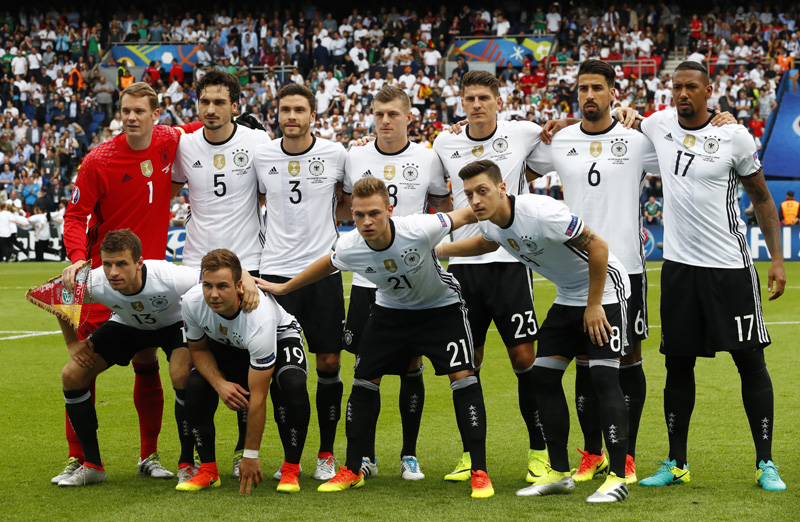 Germany team pose for a photograph prior to their Euro 2016 Group C soccer match between Germany and Northern Ireland at Parc des Princes in Paris on Tuesday, June 21, 2016. Photo: Reuters