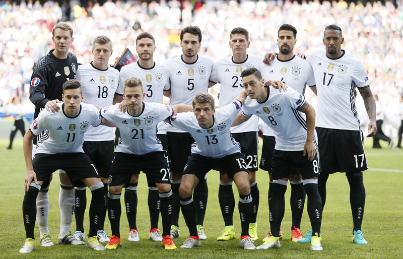 Germany team players pose for a photo prior to their Euro 2016 Round of 16 soccer match against Slovakia at Stade Pierre-Mauroy, Lille, France, on Sunday, June 26, 2016. Photo: Reuters