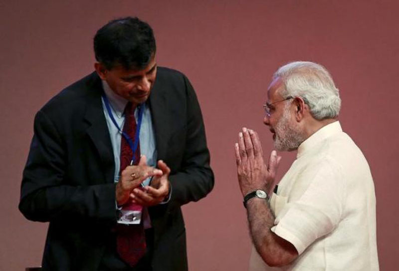 FILE - India's Prime Minister Narendra Modi gestures to Reserve Bank of India (RBI) Governor Raghuram Rajan at an event on financial inclusion in Mumbai on April 2, 2015. Photo: Reuters