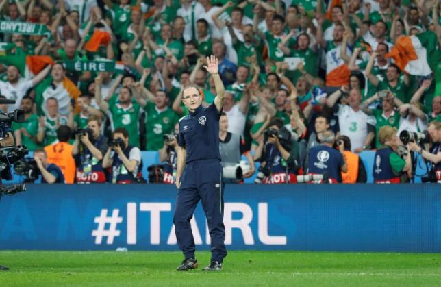 Republic of Ireland head coach Martin O'Neill celebrates at the end of the match nREUTERS/Pascal Rossignol