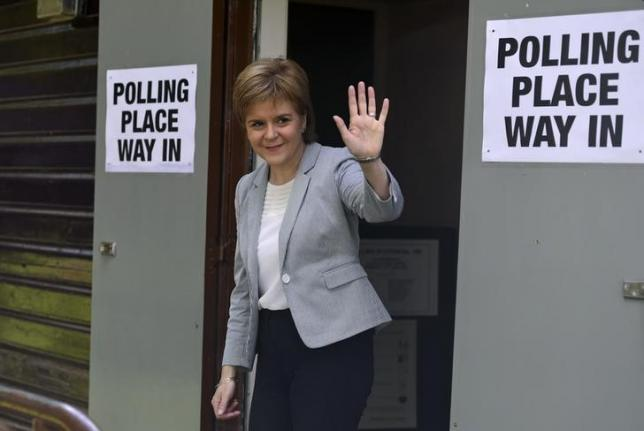 Scotland's First Minister Nicola Sturgeon leaves after voting in the EU referendum, at Broomhouse Community Hall in Glasgow, Scotland, Britain June 23, 2016.  REUTERS/Clodagh Kilcoyne