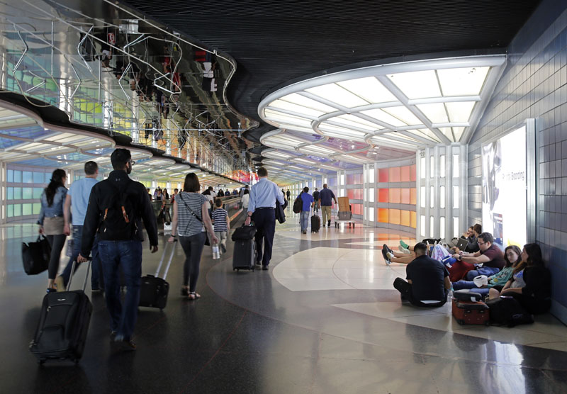 Travelers walk down the walkway between terminals at O'Hare International Airport, in Chicago on Monday, May 30, 2016i.  Photo: AP