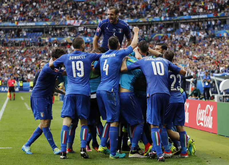 Italy's Graziano Pelle celebrates with teammates after scoring their second goal. Photo: Reuters