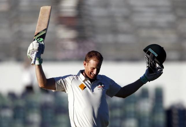 Australia's Adam Voges celebrates reaching his century during the fourth day of the second cricket test match against New Zealand at the WACA ground in Perth, Western Australia, November 16, 2015.  REUTERS/David Gray