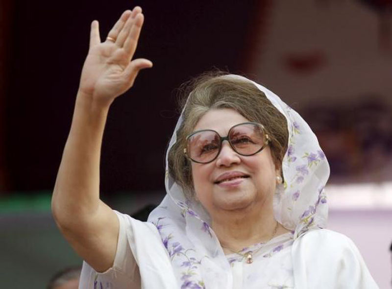 Bangladesh Nationalist Party (BNP) Chairperson Begum Khaleda Zia waves to activists as she arrives for a rally in Dhaka in this file picture taken January 20, 2014. Photo: Reuters